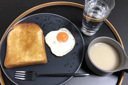 トースト+蜂蜜、目玉焼き、じゃがいものポタージュスープ
