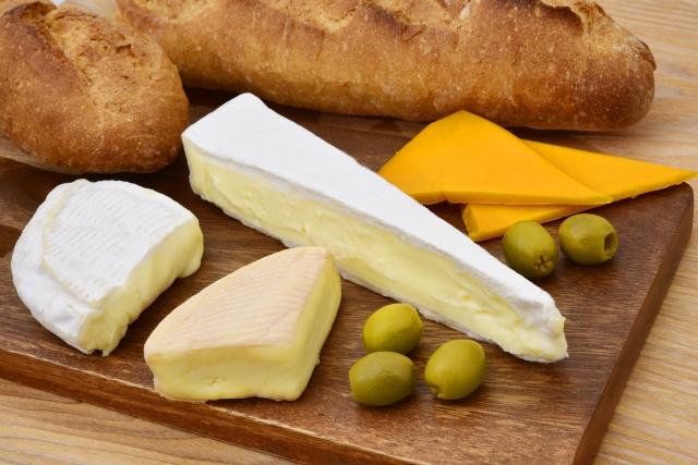 チーズとパン