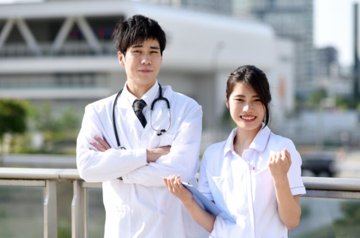 お医者さんと看護婦